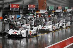 #17 Porsche Team 919 Hybrid Timo Bernhard, Mark Webber, Brendan Hartley and #18 Porsche Team 919 Hybrid Romain Dumas, Neel Jani, Marc Lieb and #19 Porsche Team 919 Hybrid Nico Hulkenberg, Earl Bamber, Nick Tandy