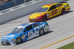 Clint Bowyer, Michael Waltrip Racing Toyota and Joey Logano, Team Penske Ford