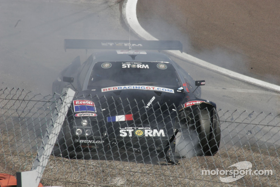 Crash for #19 Red Racing Lister Storm: Romain Yvon, Romain Brandela