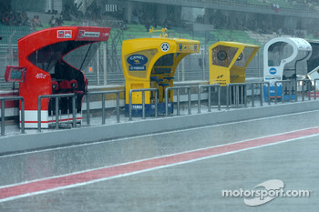 Heavy rain at the start of the qualifying session