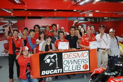 Loris Capirossi and Sete Gibernau with fans