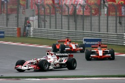 Takuma Sato leads Tiago Monteiro and Christijan Albers