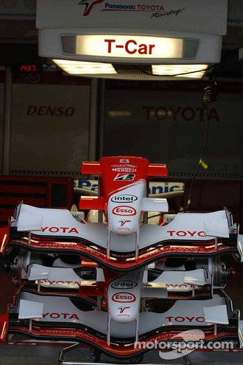 Toyota Racing TF106 front wings