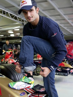 Vitantonio Liuzzi with his racing shoes in new design in the garage