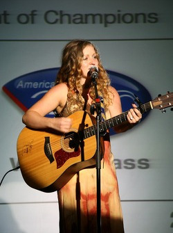 Banquet singer, Mairead