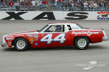 Justin Labonte drives the replica #44 car, the first race of car of dad Terry during pace laps