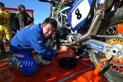 Team Rally Gauloises KTM: Gauloises KTM team member at work