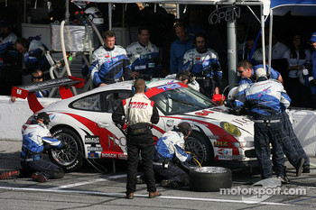 Pitstop for #64 TRG Porsche GT3 Cup: Jim Lowe, Jim Pace, Johannes van Overbeek, Ralf Kelleners