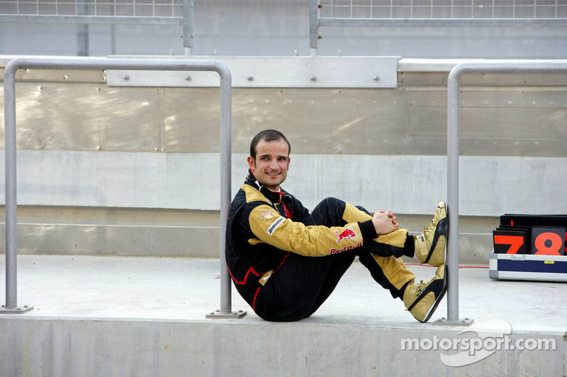 Red Bull Racing and Scuderia Toro Rosso photoshoot: Vitantonio Liuzzi