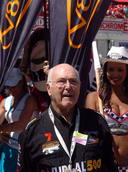 Murray Walker gives the instructions