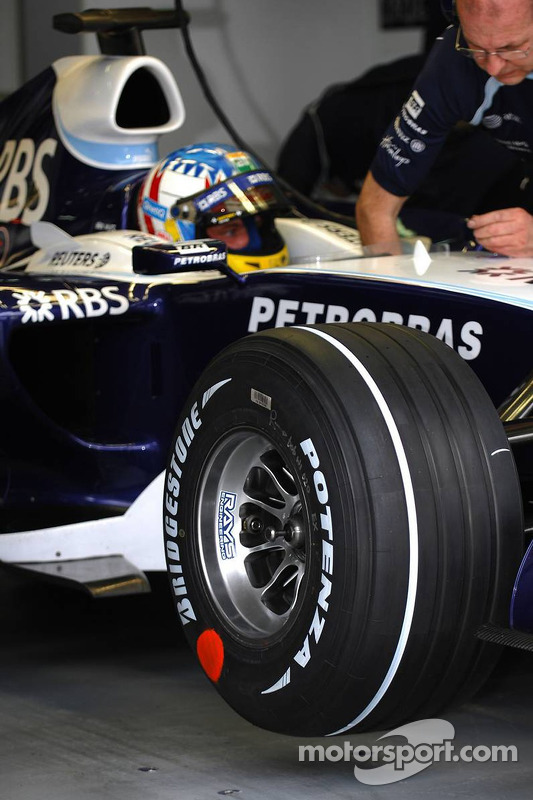 Alexander Wurz, Williams F1 Team - New Bridgestone Tire marking
