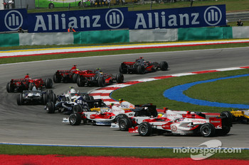 Start, Fernando Alonso, McLaren Mercedes, MP4-22, Lewis Hamilton, McLaren Mercedes, MP4-22 and Felipe Massa, Scuderia Ferrari, F2007