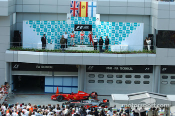Podium: race winner Fernando Alonso with Lewis Hamilton and Kimi Raikkonen
