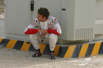 Jenson Button, Honda Racing F1 Team, RA107, has mechanical failure on track