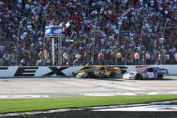 White flag for Matt Kenseth