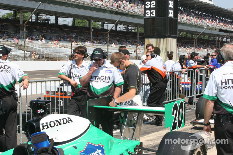 Ed Carpenter waits to qualify
