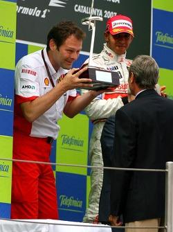 Podium: Aldo Costa, Scuderia Ferrari, Head of Design and Development, receives the constructors trophy