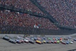 Start: Clint Bowyer and Greg Biffle lead the field
