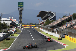 Luca Ghiotto, Trident leads Emil Bernstorff, Arden International and Alfonso Celis Jr., ART Grand Prix
