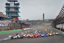 Race start, Will Power, Team Penske Chevrolet leads