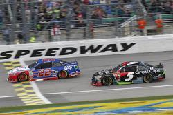 Joey Logano, Team Penske Ford and Kasey Kahne, Hendrick Motorsports Chevrolet