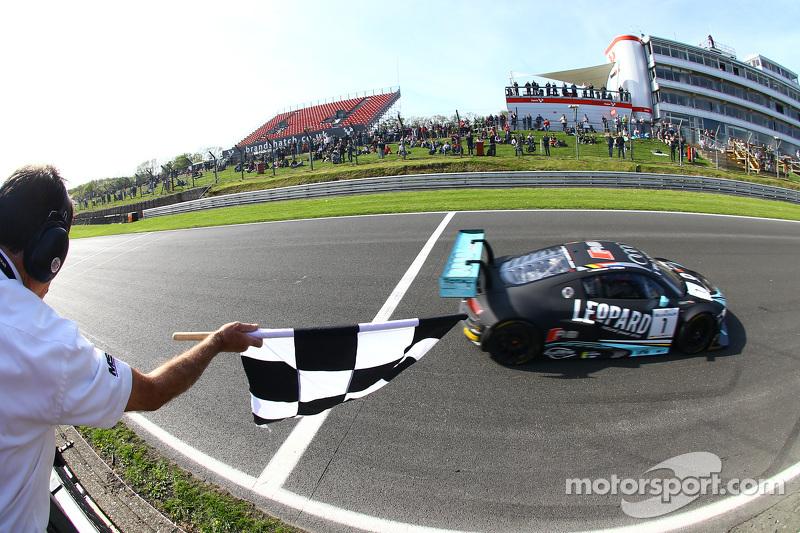 #1 Belgian Audi Club Team WRT Audi R8 LMS Ultra: Robin Frijns, Laurens Vanthoor pakken de overwinning