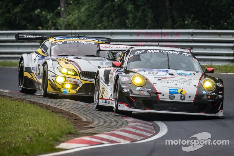 #10 Team Manthey Porsche 911 GT3 RSR: Georg Weiss, Oliver Kainz, Jochen Krumbach, Richard Lietz en #25 Marc VDS Racing BMW Z4 GT3: Maxime Martin, Lucas Luhr, Markus Palttala, Richard Westbrook