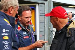 (L naar R): Dr Helmut Marko, Red Bull Motorsport Consultant met Christian Horner, Red Bull Racing Teambaas en Niki Lauda, Mercedes Non-Executive Voorzitter