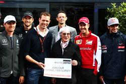 伯尼•埃克莱斯顿,亚历山大•伍尔兹(GPDA主席),查尔斯•布拉德利(Motorsport.com主编)与车手们