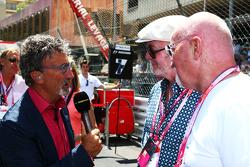 (L naar R): Eddie Jordan, BBC Television-analist met Chris Evans, presentator, en Sir Tom Hunter, zakenman, op de grid
