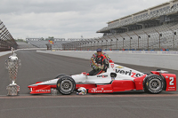 Race winner Juan Pablo Montoya, Team Penske Chevrolet during the winner's photoshoot