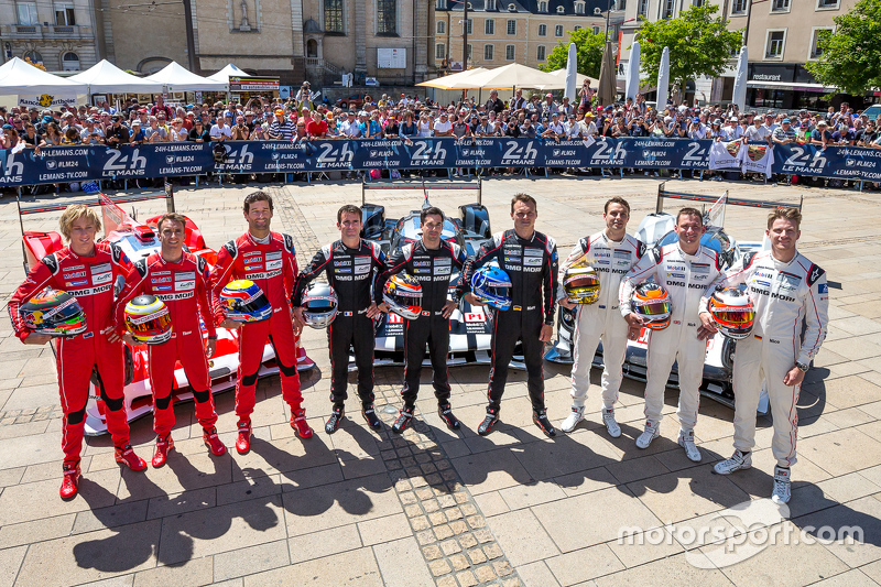 #17 Porsche Team Porsche 919 Hybrid: Timo Bernhard, Mark Webber, Brendon Hartley en #18 Porsche Team Porsche 919 Hybrid: Romain Dumas, Neel Jani, Marc Lieb en #19 Porsche Team Porsche 919 Hybrid: Nico Hulkenberg, Nick Tandy, Earl Bamber