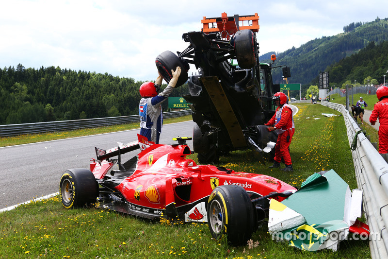 Marshals remove the start crash involving Fernando Alonso, McLaren MP4-30 and Kimi Raikkonen, Ferrari SF15-T