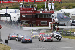 Anton Marklund, EKSRX Audi S1 quattro and Reinis Nitiss, Ford Olsbergs MSE Fiesta ST Supercar clash at the start