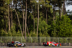 #46 Thiriet by TDS Racing ORECA 05: Tristan Gommendy, Ludovic Badey, Pierre Thiriet, #30 Extreme Speed Motorsports Ligier JS P2: Scott Sharp, David Heinemeier Hansson, Ryan Dalziel