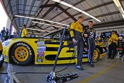 Brad Keselowski, Team Penske Ford and Jamie McMurray, Chip Ganassi Racing Chevrolet