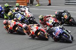 Start: Jorge Lorenzo, Yamaha Factory Racing takes the lead