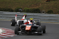 Luca Ghiotto, Trident leads Marvin Kirchhofer, ART Grand Prix
