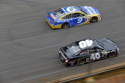 Sam Hornish Jr., Richard Petty Motorsports Ford and Landon Cassill, Hillman Circle Sport LLC Chevrolet