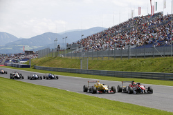 Lance Stroll, Prema Powerteam Dallara Mercedes-Benzand Antonio Giovinazzi, Jagonya Ayam with Carlin Dallara Volkswagen