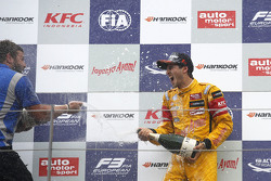 Race winner Antonio Giovinazzi, Jagonya Ayam with Carlin Dallara Volkswagen