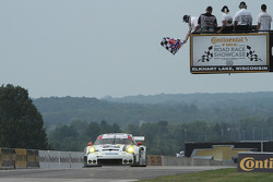 #911 Porsche Team North America Porsche 911 RSR: Nick Tandy, Patrick Pilet takes the GTLM class win