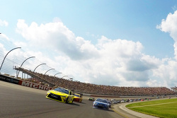 Matt Kenseth, Joe Gibbs Racing Toyota and Jimmie Johnson, Hendrick Motorsports Chevrolet during caution