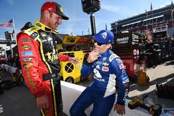 Clint Bowyer, Michael Waltrip Racing Toyota and Jeff Gordon, Hendrick Motorsports Chevrolet