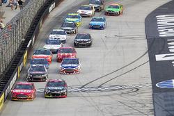 Greg Biffle, Roush Fenway Racing Ford and Kasey Kahne, Hendrick Motorsports Chevrolet lead