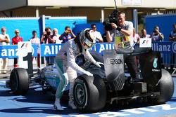 蒙扎冠军路易斯·汉密尔顿和他的爱车梅赛德斯W06