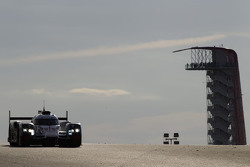 奥迪乔斯特车队8号奥迪R18 e-tron quattro赛车:卢卡斯·迪·格拉西、罗伊克·杜瓦尔、奥利佛·贾维斯