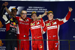 领奖台:冠军塞巴斯蒂安·维特尔、亚军丹尼尔·里卡多、季军基米·莱科宁