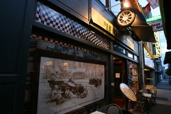 Visits of the Le Mans Legend Café in downtown Le Mans