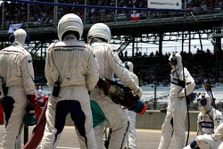 BMW Sauber F1 Team, pitcrew await a driver
